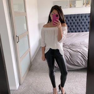 🎄 Vero Moda  Off shoulder Blouse - Size L
